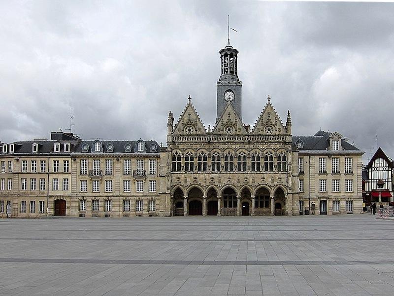 Magasins Hotel De Ville St Quentin
